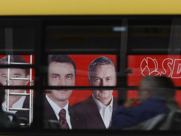 bosnia-elections-posters-trough-windows.jpg