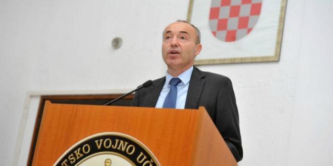 defence-minister-damir-krsticevic-explaining-the-homeland-security-system-660-photo-morh-i-brandt.jpg