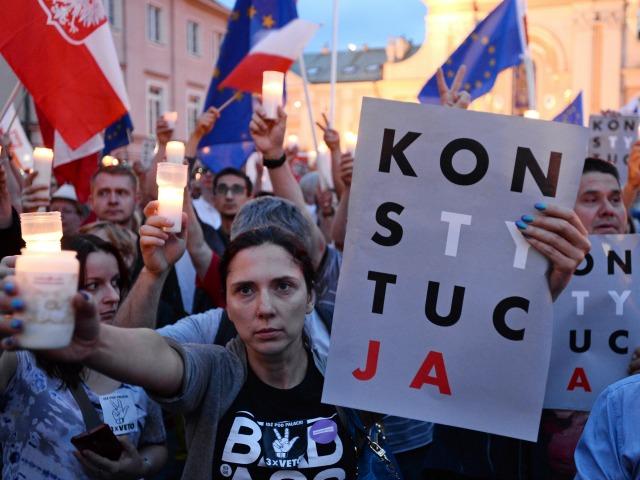 poland-protest-photo-by-alik-keplicz-ap.jpg