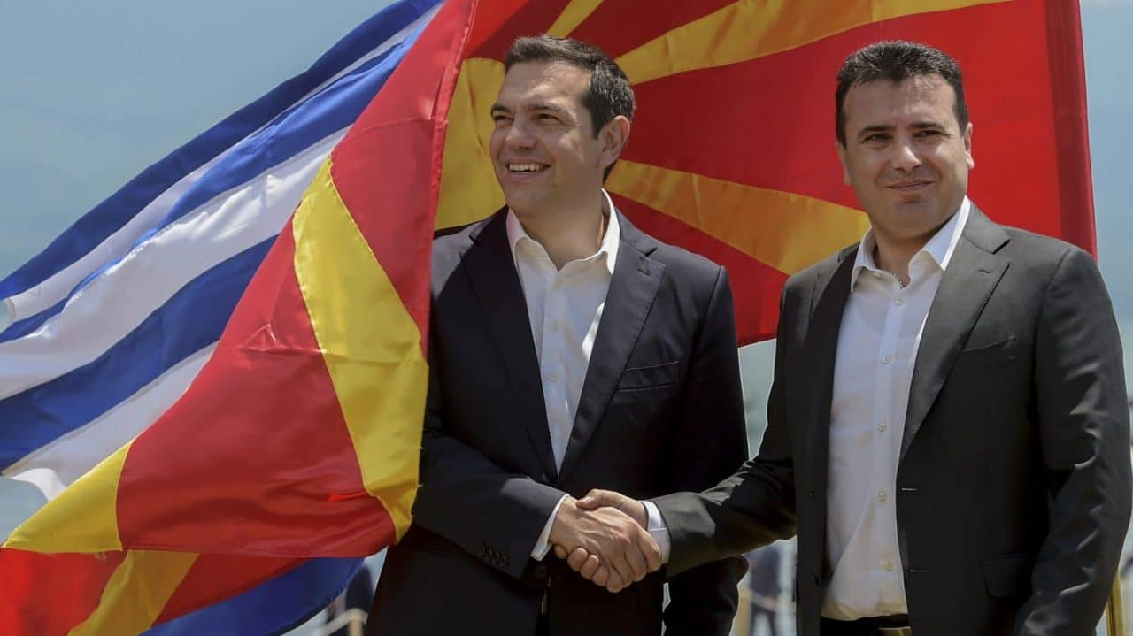 Tsipras-Zaev-2000-EPA-Nake-Batev-e1549023566833-1280x719.jpg