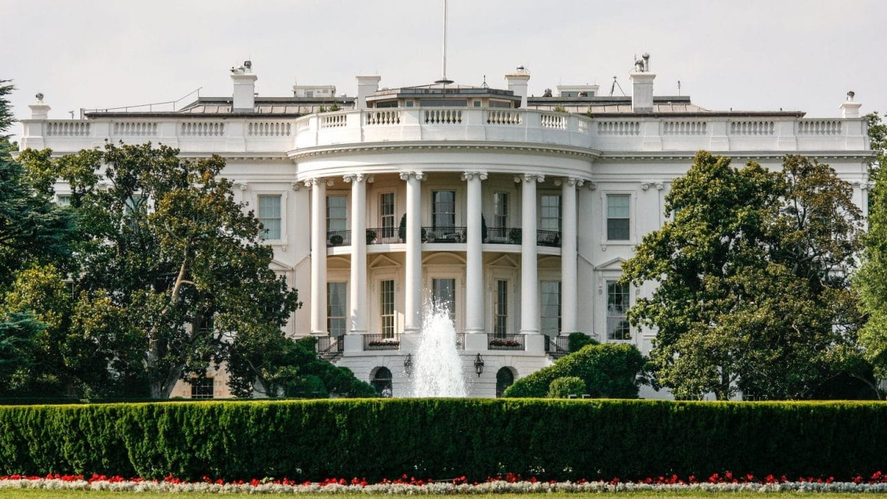 Front_of_The_White_House_7505676818-e1550185869975-1280x720.jpg