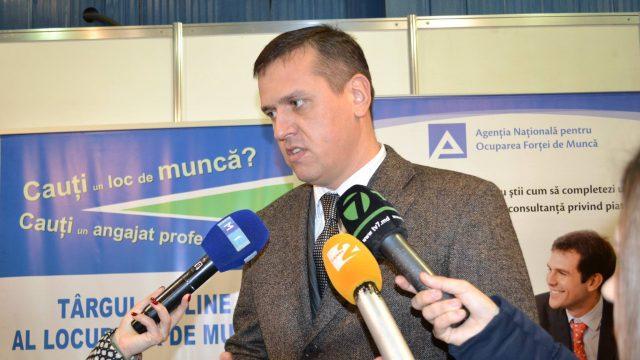 Moldova Detains Ex-Defence Minister Alexandru Pinzari