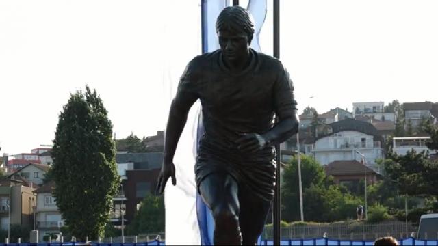 Kosovo Unveils Statue of Football Legend Vokrri