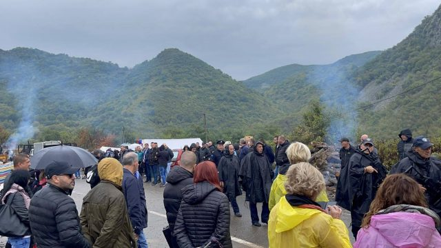 Ordinary Serbs, Albanians Pay Price of Serbia-Kosovo Vehicle Row